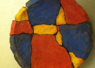 Ria van Kooten, Schaal, cement en acryl, doorsnee 30 cm